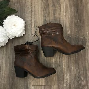 Brown Boots, Size 7, NWT, tall booties